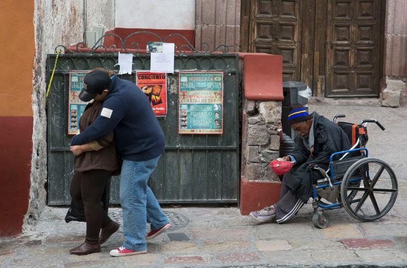 Un mendiant professionnel de San Miguel. Lorsque les gens s'approchent, il prend cette position prosternée pour se redresser quand ils s'éloignent.